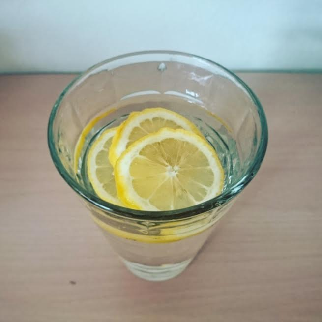 レモンでレモン水を簡単に作ってみた!